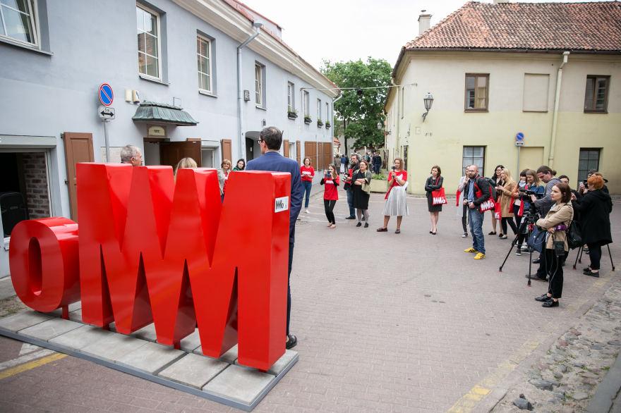 mo-modernaus-meno-muziejaus-alium raides 1500 mm