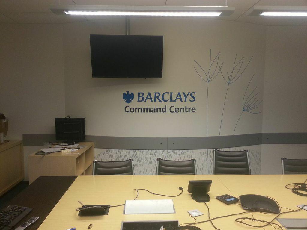 sienos dekoras Barclays_frezuota
