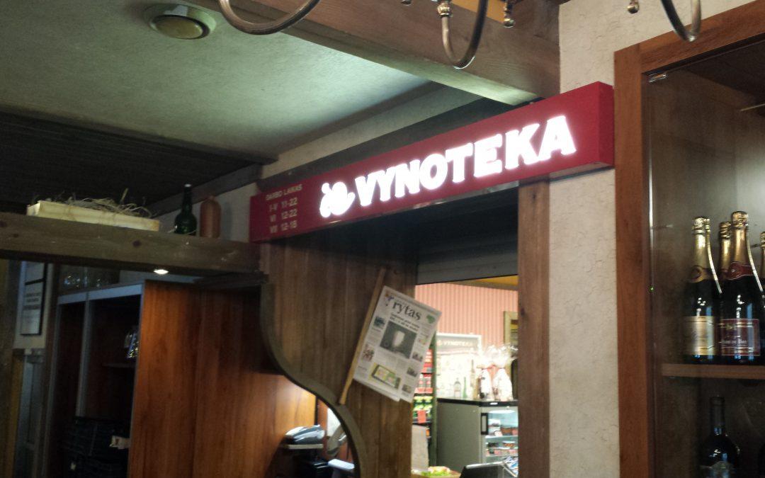Vynoteka_frezuota sviesdeze