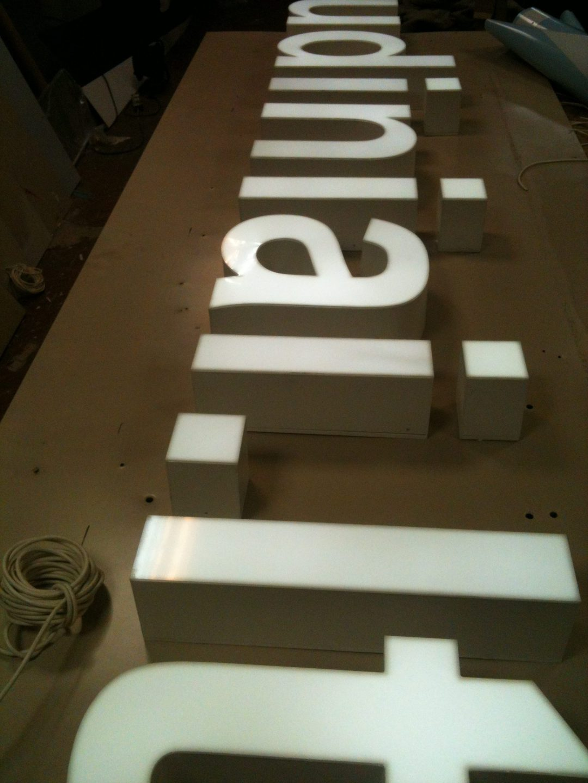 turines raides gamyba LED_Volumetric letters